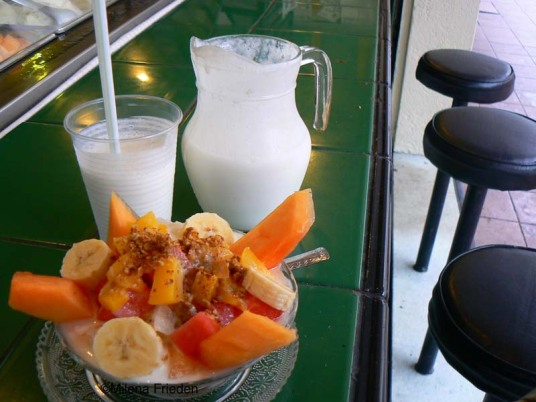 Guanabana shake and fruit